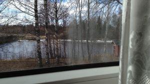 Från fönstren i festsalen på Skatila UF ser man ut över Kyro älv.