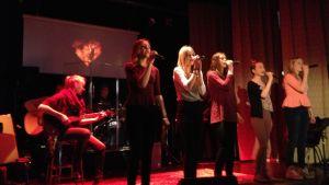 Elever övar inför 30-årsjubiléet för Ströhö i Toner