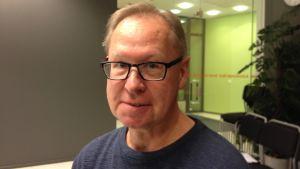 Esa Väliverronen är professor i kommunikation vid Helsingfors universitet.