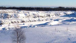 Ett gruvschakt fyllt med vatten i Talvivaara