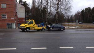 En polisbil och en personbil krockade på Brändö i Vasa.