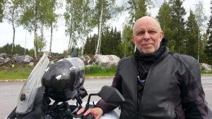 Mc-entusiasten Roger Svanfors gillar inte förslaget på en ny skatt