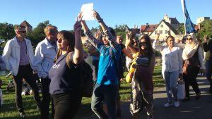 Promuslimsk motdemonstration mot Åkesson.