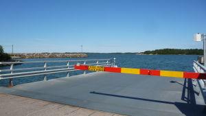 färjbommen i Gustavs till Iniö i Åbolands skärgård