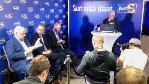 Olli Immonen mötte pressen efter sommarpausen kring sina Facebookskriverier