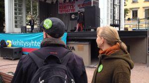 Demonstration i Helsingfors mot nedskärningar i utvecklingsbiståndet.