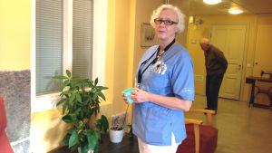 Gun-Britt Blomster är vårdare på Rosenhemmet