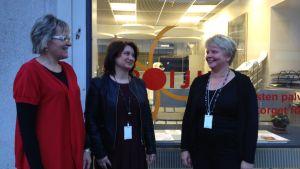 Annika Lönnroth, Dhrista Lindholm och Carola Lignell vid Poiju i Åbo