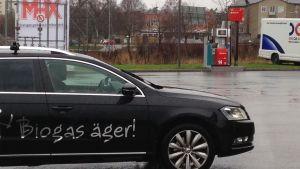 Ungefär sex procent av bilarna är fossilfria i Sverige.
