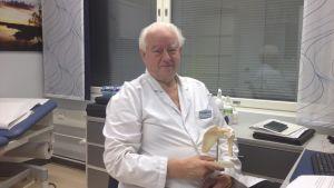 Martti Vastamäki är handkirurg och ortoped men också ordförande i Nykterhetens Vänner