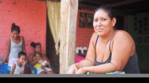 Magaly driver affär i staden Tola, Nicaragua.