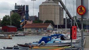 Hamnen rustades upp av Gazprom, som vill använda den igen.