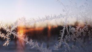 Iskristaller på fönster