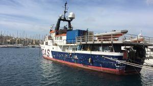 Flyktingräddarorganisationen MOAS fartyg