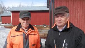 Lars Ahlskog och Markku Ranta har sina båtskjul vid Andra sjön i Nykarleby
