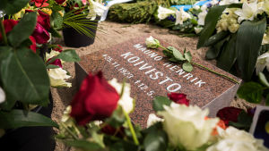 Mauno Koiviston hautapaikka Hietaniemen hautausmaalla.