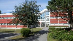 Det här studentbostadshuset vid Bodgärdet i Jakobstad finns på rivningslistan