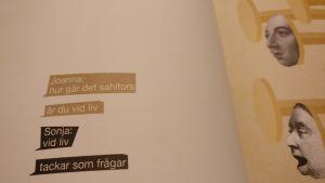 Text i en öppen bok.