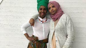 Liz Ngeqwa och Samia Mohamud.