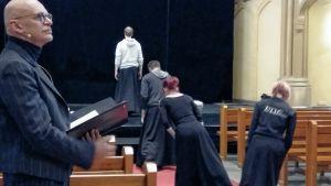 Jorma Uotinen står för koreografi och regi när Vasa Opera ger Mozarts Reguiem.
