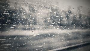 märkä ikkuna