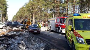 Två personbilar kolliderade i korsningen mellan Industrivägen och Östandalsvägen.