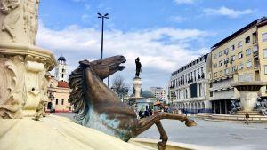 Ett monument i Makedoniens huvudstad Skopjes centrum som föreställer en häst som stiger upp ur en fontän