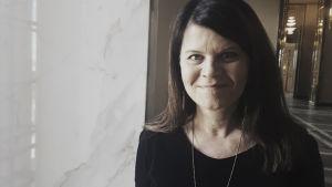 Porträtt av Outi Alanko-Kahiluoto i Riksdagen