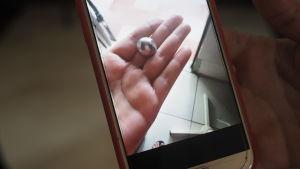 En kula i en hand