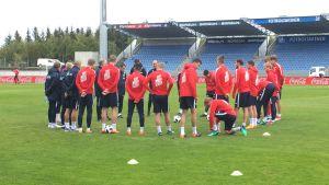 Norges herrlandslag laddar inför en träningsmatch på Island.