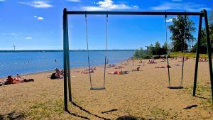 I dag 4.8 kan det bli årets varmaste dag i Vasa trakten. Bilden tagen vid Gustavsborgs badstrand. Foto Christian Nylund