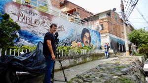 kuvaaja Antonio Marquez Escobarin korttelissa Medellinissä