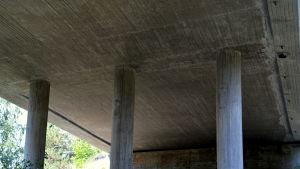 Landsvägsbro.