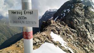 Dryga tvåhundra höjdmeter kvar till dagens mål Schareck.