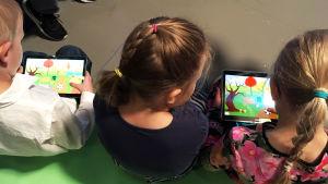Lapset testaajina Pikku Kakkosen Game Jameissa 2018.
