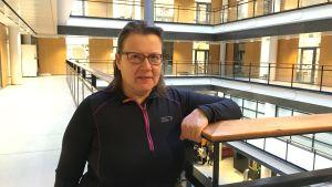 Bild på docent Kirsi Sainio på medicinska fakulteten vid Helsingfors universitet.