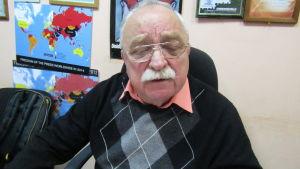 Miljöexperten Oleg Bodrov ogillar planerna på att lämpa av använt kärnbränsle i Sibirien.