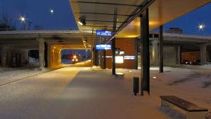Snöig perrong vid Vasa resecentrum.