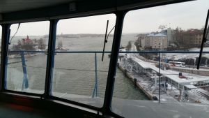 Vy över hamnen i Helsingfors från Silja Serenades kommandobrygga.