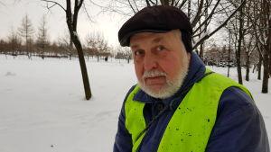 Städaren Aleksandr Jefimov ser dagligen mängder av otäckt skräp.