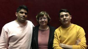 På bilden Wahedullah Ghalarzeh, Eija Klinga och Javad Nabizada.