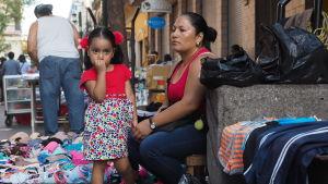 Tidigare flydde främst pojkar och unga män från Honduras. Men karavanerna har visat att kvinnor, ofta ensamstående mödrar, är i majoritet bland flyktingarna