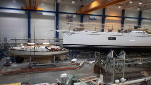 Den första Nautorbåten och en ny 78 fots båt under produktion