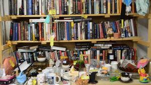 Böcker på en loppmarknad.