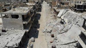 Sönderbombade byggnader i utkanten av Khan Sheikhoun