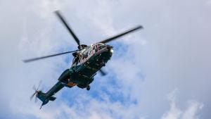 Sjöräddningsövning med helikopter.