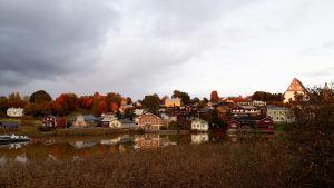 Bild på borgå åstrand på hösten.