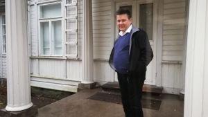 Svenska Erik Jahn besökte Bellevue i Hangö i letandet efter sin biologiska pappa.