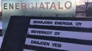 Seinäjoen Energian toimitalon kyltti