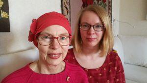 Maria tillsammans med sin mamma Christine.
